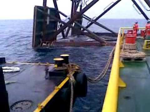 Offshore crew, jacket landing