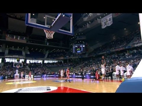Spanish basketball player hits impossible no-look buzzer beater