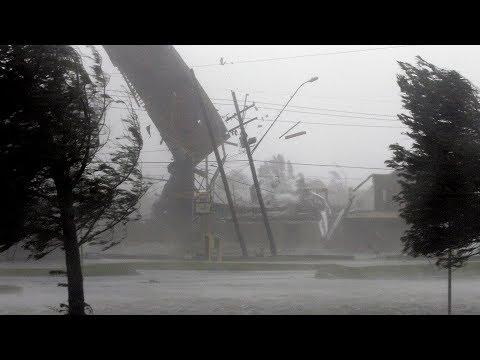 Убийственный ураган обрушился на центральную Россию. Погибла девочка, десятки пострадали