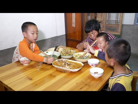 Mother is not at home, the father bought fish to improve the food, see the child eat from YouTube · Duration:  6 minutes