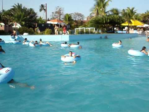 Piscina com ondas do veneza water park youtube for Piscina onda