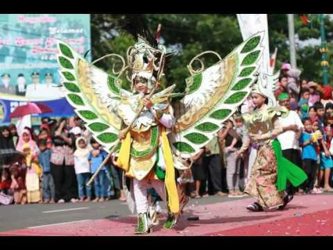 Kostum-kostum Unik pada Kebumen Karnival 2016