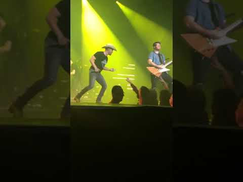 """Dustin Lynch rapping & covering """"Pour Some Sugar On Me"""" by Def Leppard"""