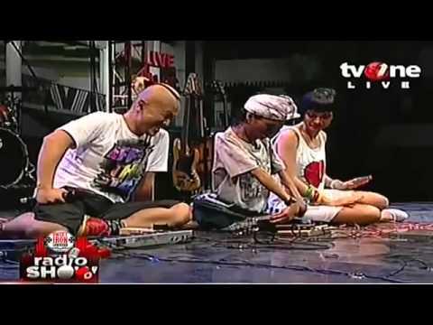 AMAZING - BEST GUITARIST EVER ( YANA MULYANA - INDONESIAN DIFABLE GUITARIST )