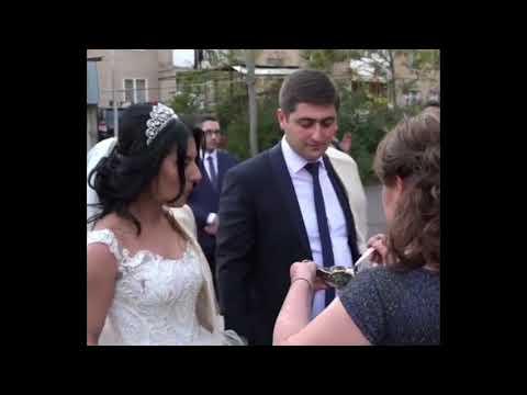 Свекровь кормит медом молодых / Красивая армянская свадьба в Ереване 2018