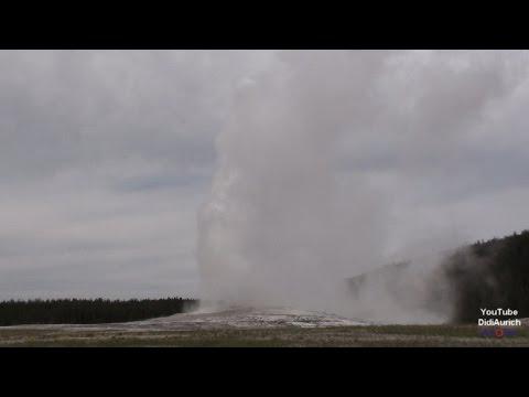 USA Old Faithful Geyser Yellowstone National Park der Ausbruch des Geysirs