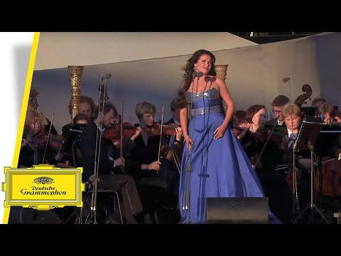 "Anna Netrebko live from Red Square: ""Tracea la notte placida"""