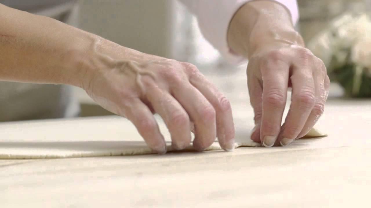 Sådan lægger du marcipan på en lagkage