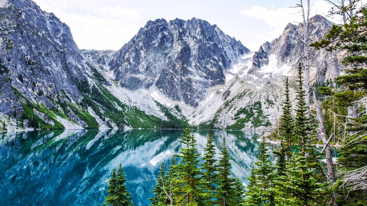 Hiking 20 Miles Alone in the Enchantments in Washington