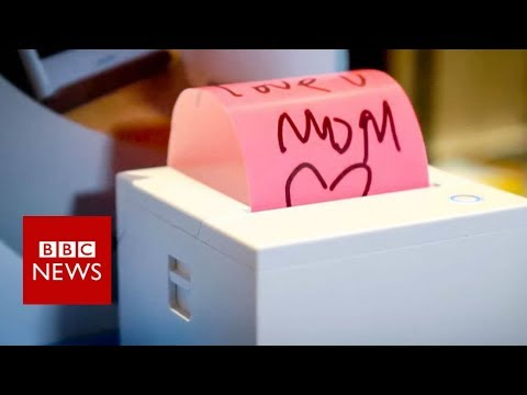 CES 2018: Sticky note printer created for technophobe mother - BBC News
