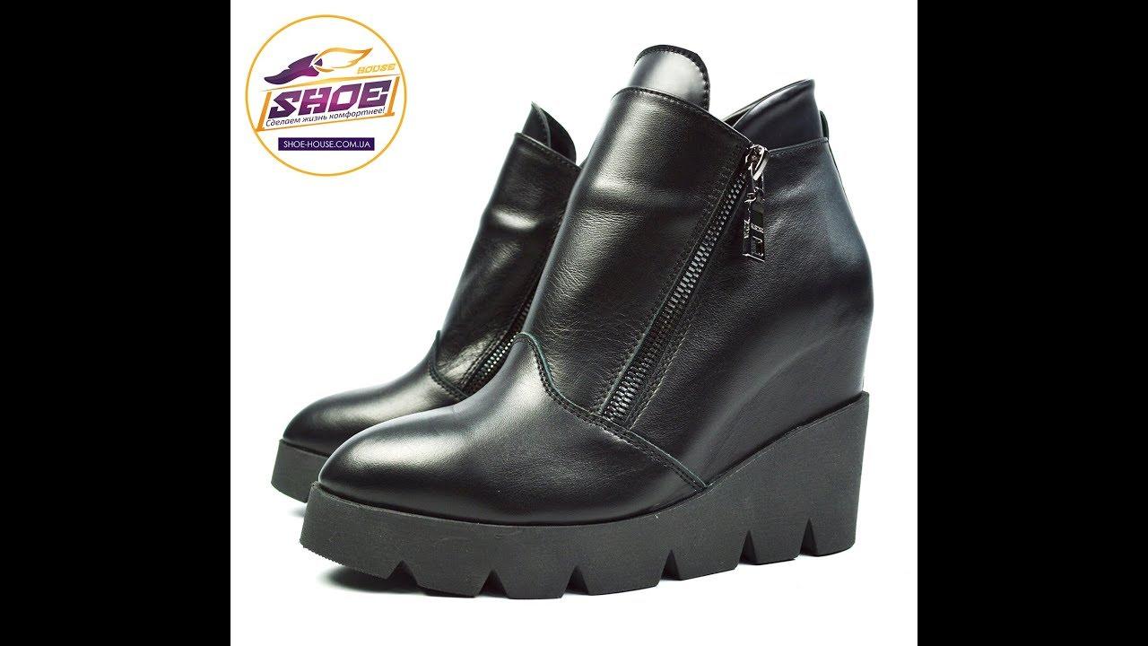 В каталоге женских зимних ботинок вы можете ознакомиться с ценами, отзывами покупателей, описанием, фотографиями и подробными характеристиками обуви. В интернет-магазине ecco можно купить женские зимние ботинки с гарантией и доставкой.