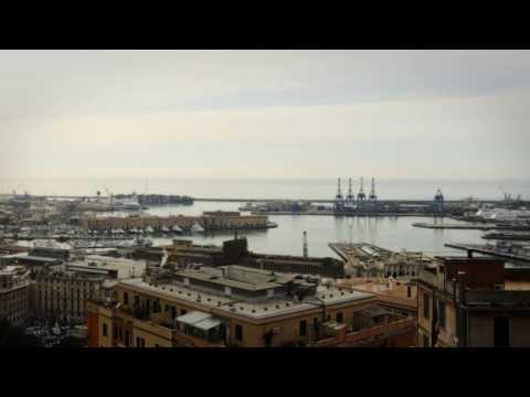 Ingresso in porto a Genova