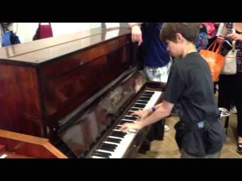 13 year old plays Lady Madonna in Abbey Road Studio 2 - on Beatles original Lady Madonna piano