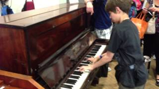 Скачать 13 Year Old Plays Lady Madonna In Abbey Road Studio 2 On Beatles Original Lady Madonna Piano