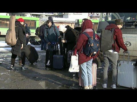 После двух недель в Тюмени вывезенные из Уханя россияне возвращаются по домам.