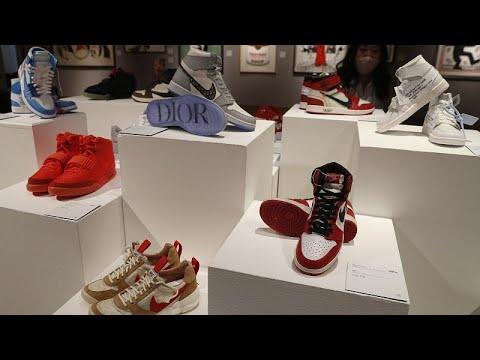 شاهد: بيع حذاء انتعله مايكل جوردان بسعر يناهز 1,5 مليون دولارا…