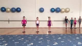 Уроки хореографии у юных фигуристов