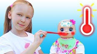 История про то как Лиза заботится о кукле как мама
