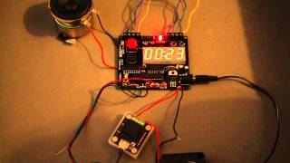 Start Of The Defusable Clock Airsoft Bomb. Part 1