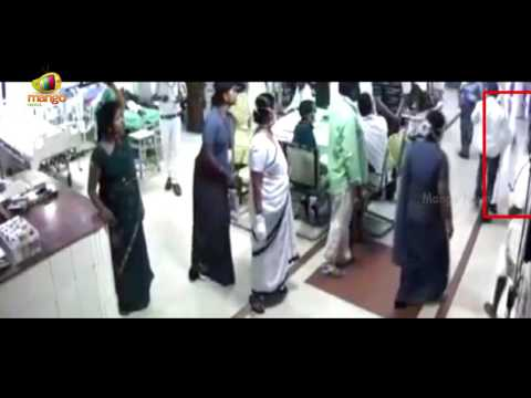 Hospital Employee Thrashes Patient's Attendant at Guntur Andhra Pradesh | Mango News