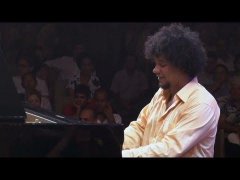 "Aldo López-Gavilán Performs ""Epílogo"""