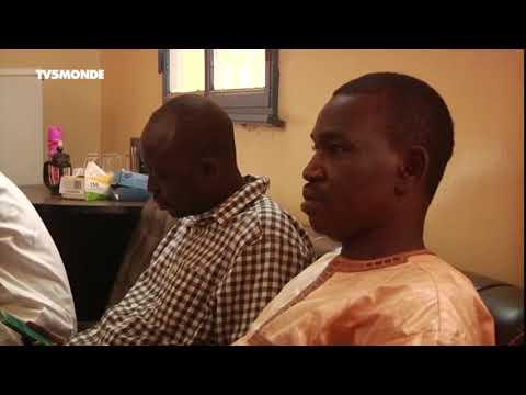 Niger- libération de trois activistes - YouTube