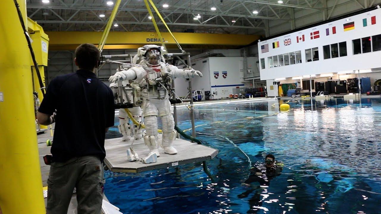 Astronaut Vic Glover at NASA's Neutral Buoyancy Laboratory