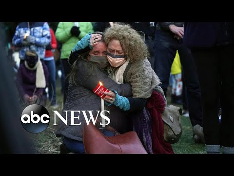 Boulder mourns, Australia drowns, Boston gets a new mayor: World in Photos, March 25