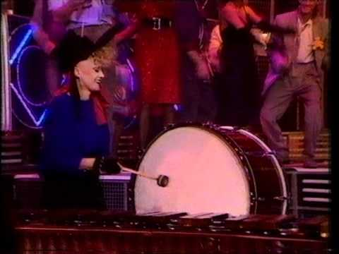 The Thompson Twins - Hold Me now. Top Of The Pops 1983