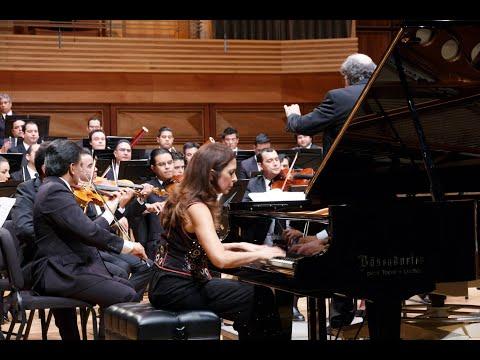 Clara Rodriguez plays Schumann Piano Concerto Op. 54 under the baton of Jordi Mora