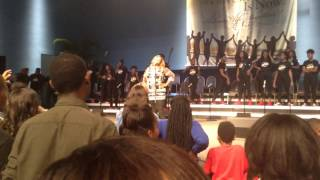 Kierra Sheard and Darrel M from Walls Group singing hakuna