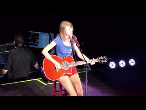 RED TOUR TAYLOR SWIFT LIVE IN SINGAPORE...