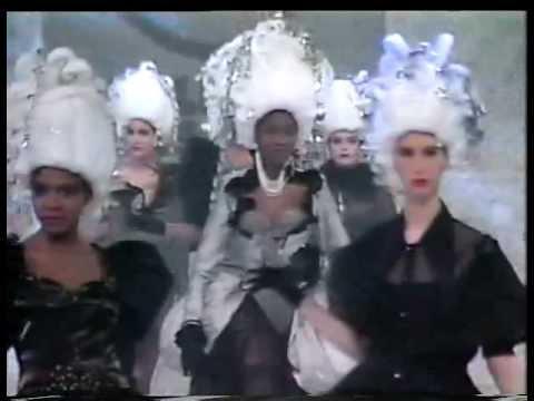 Défilé de Mode - Signature 1991 Fashion Show -- Collège LaSalle Montréal