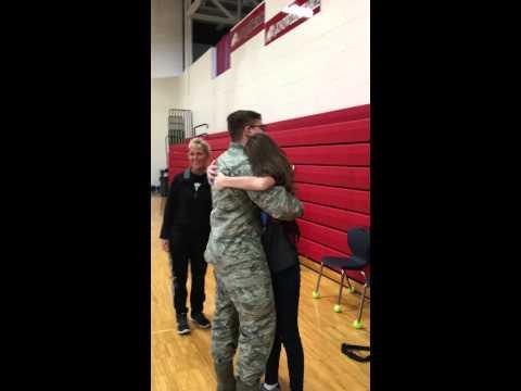 Airman/Soldier surprises sister