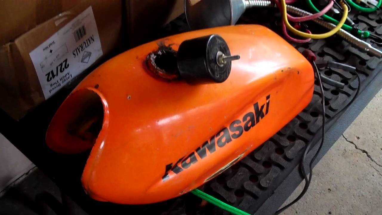 How To Clean a Rusty Gas Tank Using Electrolysis And POR15 Starter Kit  (cost $20) #1