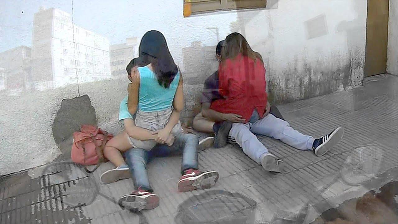Niñas escapando del colegio