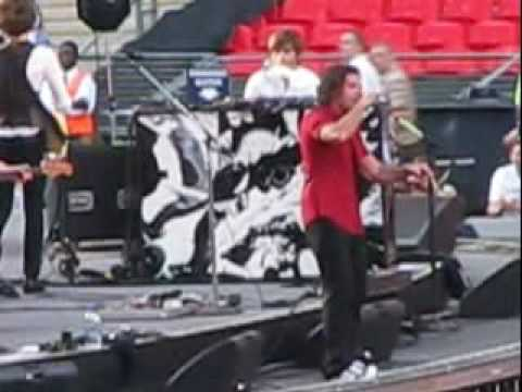 The Hours-Ali In The Jungle, Wembley Stadium, London, UK, 2009-08-15