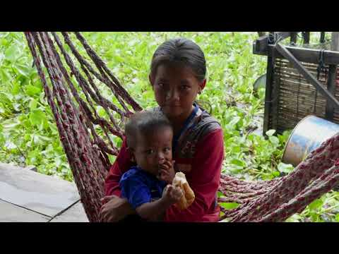 Sharing Beer & Smiles with the Locals Touring Tonlé Sap Lake Near Siem Reap, Cambodia 4K
