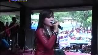 Download Lagu Ina Samantha - Kontroversi Hati LIVE TAMAN JURUG 19 JANUARI 2014 mp3