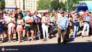 Керамики вышли на Соборную площадь 19 июня 2017 Деловой Славянск(, 2017-06-19T11:57:10.000Z)