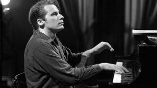Glenn Gould - Bach's Toccatas - BWV 910, 911, 912, 913, 914, 915, 916 - Remastered Version thumbnail