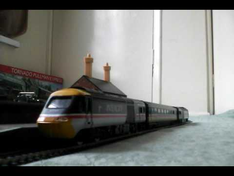 Hornby class 43 hst 125 intercity in swallow livery