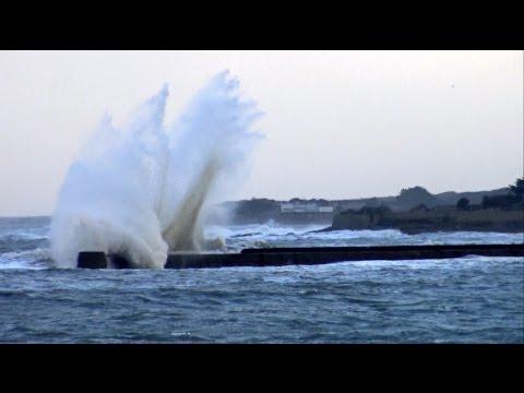 Bretagne ; Tempête ; Grosse Vague ; Digue de Lomener ; Foul Wind ; Vent ; Ploemeur ; France