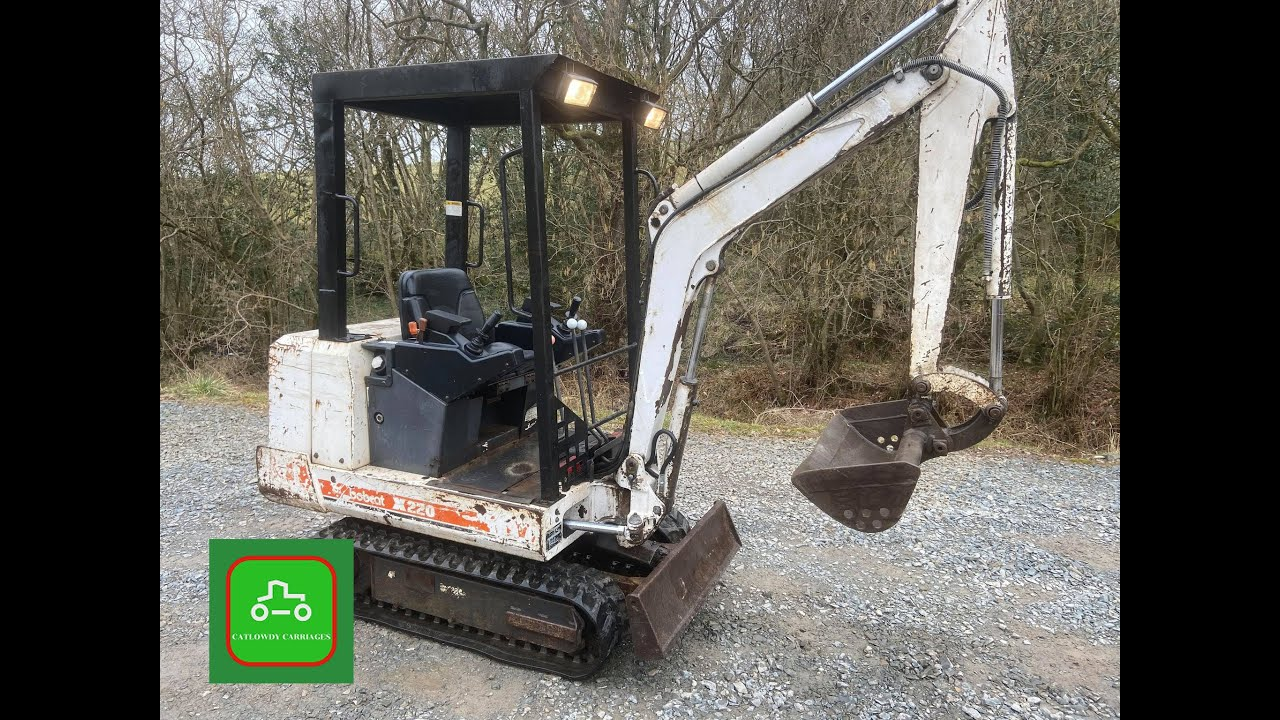 BOBCAT X220 MINI DIGGER 1.5T 3 BUCKETS SOLD BY www.catlowdycarriages.com