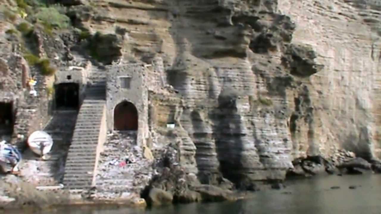 Isola di Salina: la Guida Completa alla seconda delle ...
