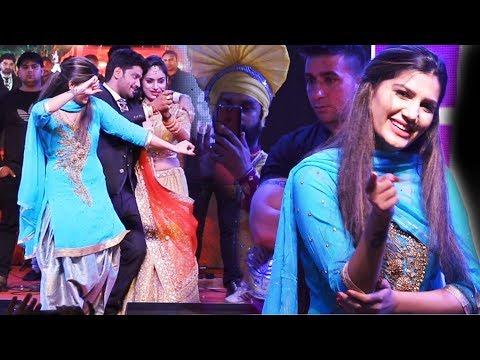 सपना चौधरी सहेली की शादी में जमकर नाची साथ दूल्हा दुल्हन भी नाचे | Sapna Dance Udaipur | Trimurti