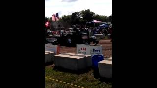 Naturally Aspirated Oliver Pulling HARD! Tractor pulls