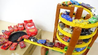 Disney Cars Lightning Mcqueen with Tomica Spiral Tower Course Fall into Big Hole
