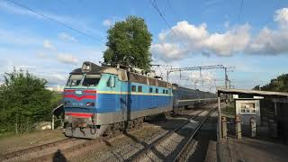 ЧС4-196 с рабочим поездом 8811 Яготин - Киев отправляется с о.п. Троещина