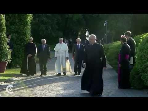 Pope, Peres, Abbas pray at Vatican